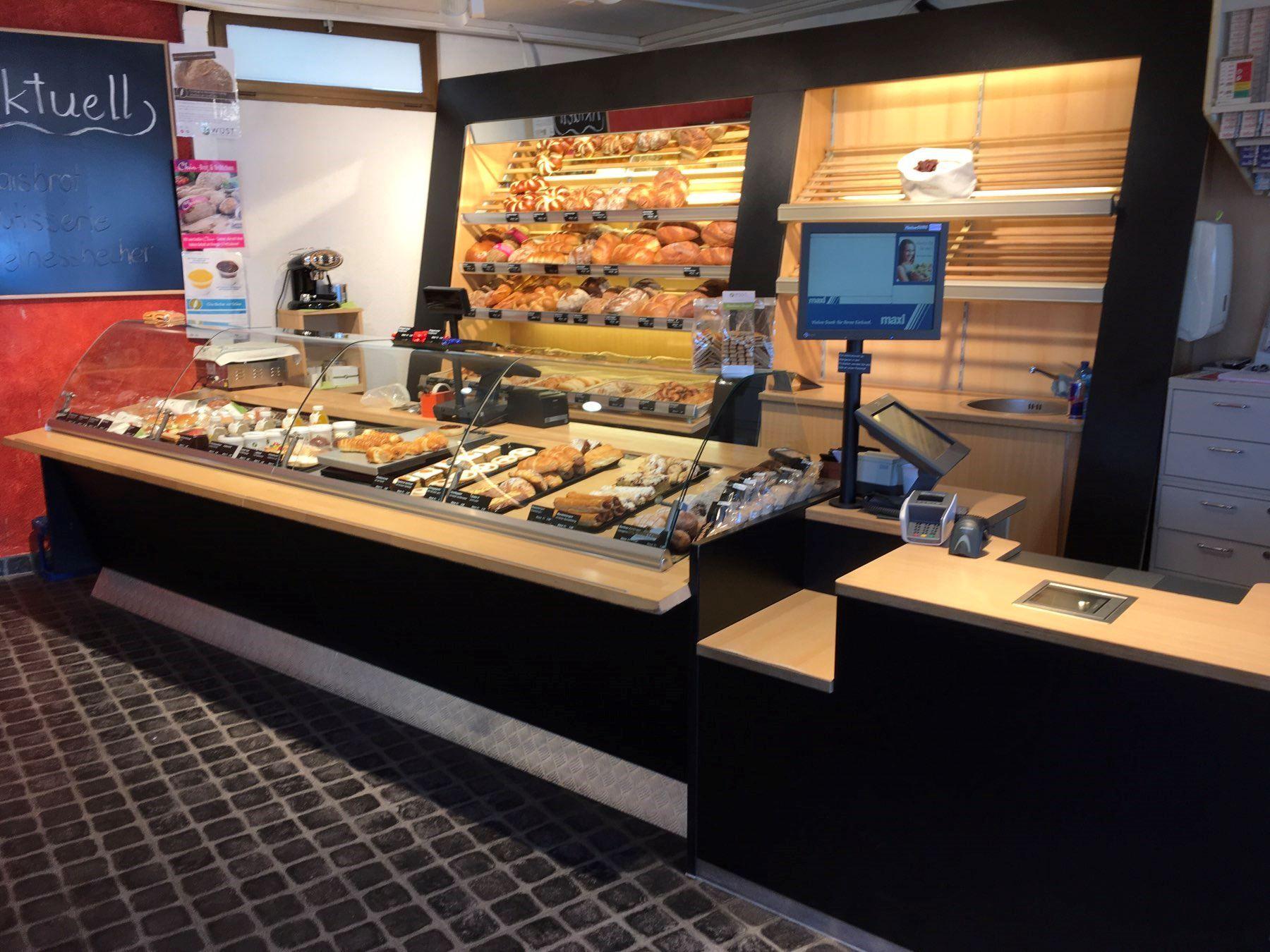 Die kurzentschlossene Reise einer Bäckereitheke an den Friesenberg