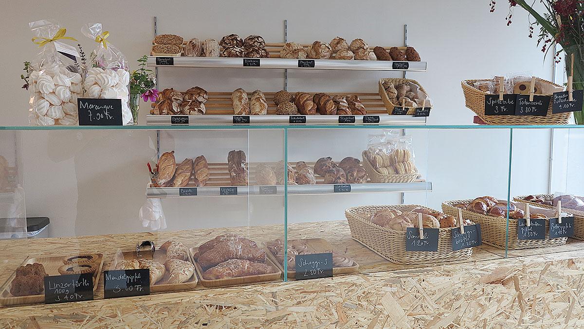 Der erste Verkaufstag im neuen Bäckereiladen